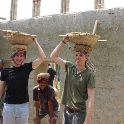 Bauen mit Lehm und Bambus 1_Nina Meusburger.jpg