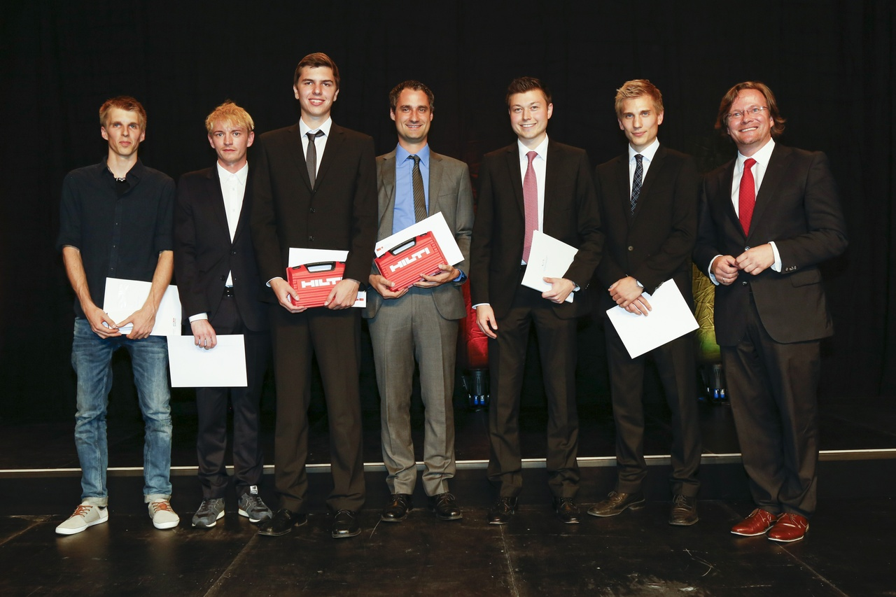 Diplomfeier mit auszeichnungen university of liechtenstein for Uni architektur
