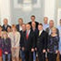 Regierungschef Tschütscher im Gespräch mit künftigen Steuerrechtsexperten