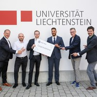 Sieger des innovativen Lehrprojekts im Bereich Künstliche Intelligenz und Kryptowährungen von Bank Frick ausgezeichnet
