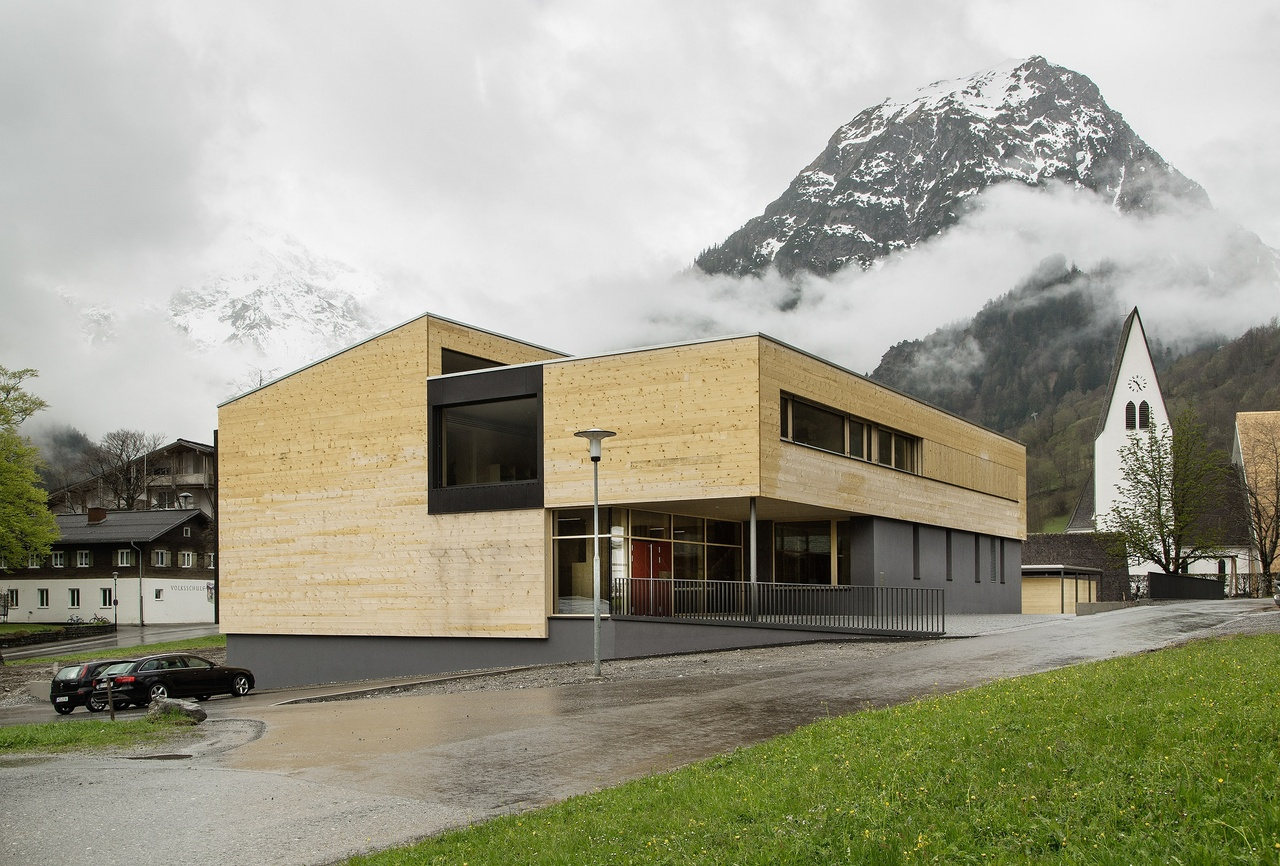 Die 2017 ausgezeichnete Volksschule Brand von Bruno Spagolla, einem ehemaligen Entwurfsdozenten der Universität Liechtenstein. (Copyright Albrecht Schnabel)