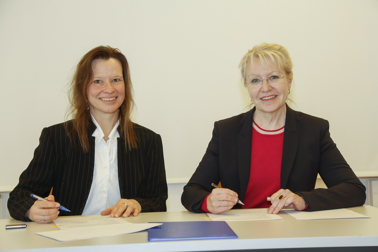 Prof. Dr. Ulrike Baumöl und Prof. Dr. Brigitte Tag (v. l.)