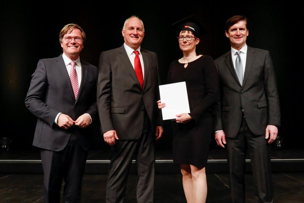 UNI-Diplomfeier_Preis Ariane Ruff_web.jpg